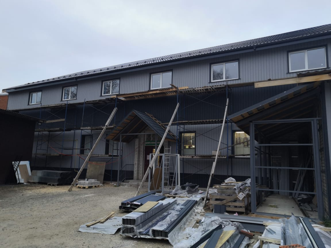 Строительная компания «Дастрой» завершает наружную отделку торгового центра стройматериалов в городе Кимры Тверской области.
