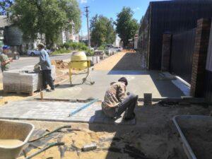 На минувшей неделе мы рассказывали о работе на площадке под торговый павильон в Кимрах. Тогда мы спланировали и залили площадку и приступили к ее облагораживанию по всем требованиям САнПиН и СНиП.